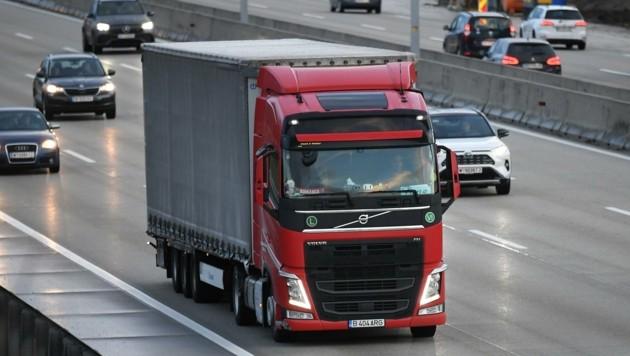 Mittlerweile schon mehr Lkw-Verkehr als vor der Corona-Krise. (Bild: Huber Patrick)