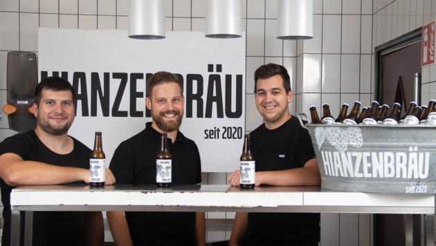 Dominik Kainz, Stefan Pratscher und Dieter Horvath sind die Produzenten vom Hianzenbräu. Um alle Bierliebhaber zufriedenzustellen, möchten sie einen größeren Braukessel anschaffen. Per Crowdfunding kann man dem jungen Unternehmen dabei helfen. (Bild: Hianzenbräu)