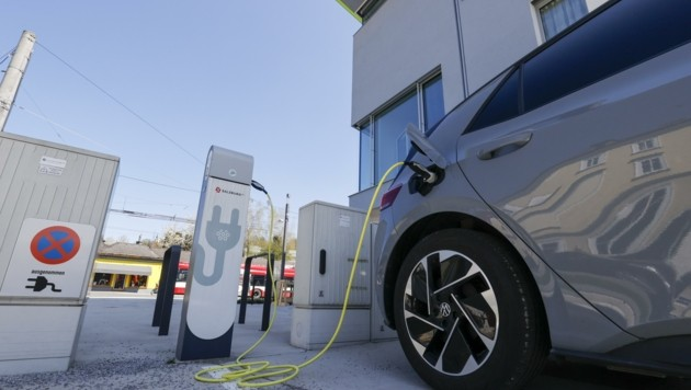 Künftig sollen vermehrt E-Tankstellen gefördert werden (Bild: Tschepp Markus)