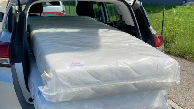 So transportierte der 57-Jährige seine Matratzen. (Bild: Landespolizeidirektion Salzburg)