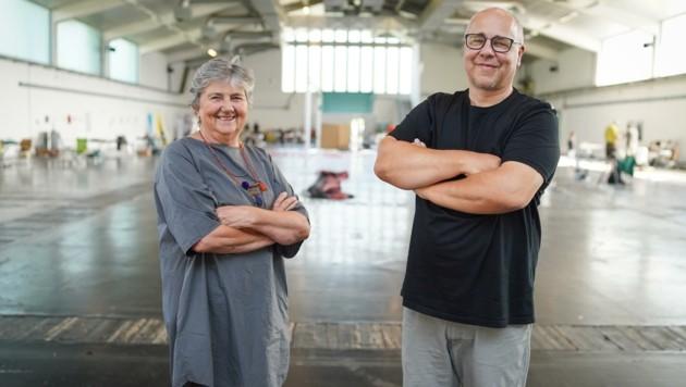 Christine Bauer, Künstlerin aus Gunskirchen, und Herbert Egger, Bildhauer aus Peuerbach (re.), organisieren die Art Diagonale (Bild: Wenzel Markus)