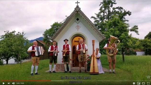 Die Ganggalbichler (Foto) singen mit Linzer Musikschülern (Bild: youtube, Sing & Unite)
