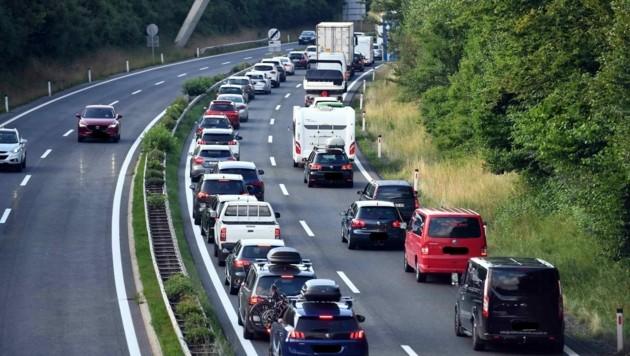 Auf der Karawanken Autobahn staut es sich wieder. (Bild: Hermann Sobe)