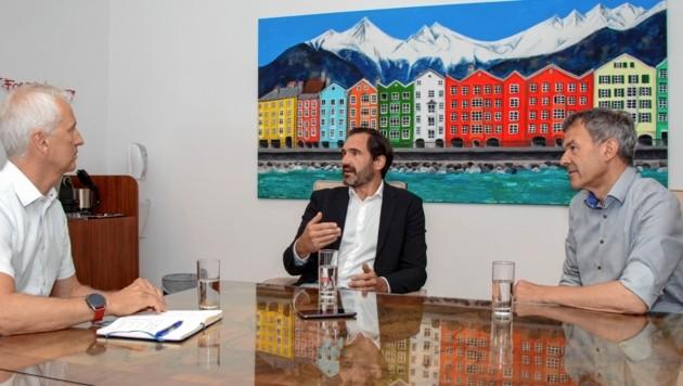 """""""Krone""""-Gespräch mit BM Willi (re.) und Finanz-Konsulent Johannes Müller (Mi.) (Bild: zVg)"""