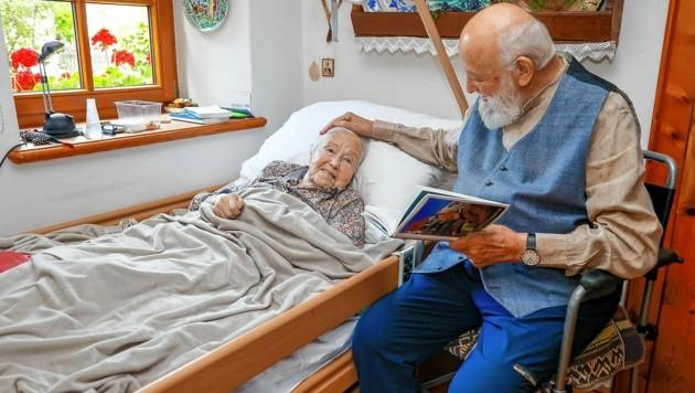 """Das Leben gemeinsam ausklingen lassen: Sepp Forcher (91) und Helene """"Helli"""" (ebenfalls 91) sind seit 65 Jahren ein Paar. (Bild: Markus Tschepp)"""