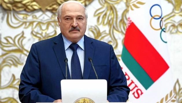 Der weißrussische Machthaber Alexander Lukaschenko soll Flüchtlinge mit falschen Versprechen nach Minsk locken, um sie dann in die EU weiterzuschicken. (Bild: AP)