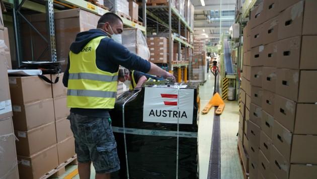 500.000 Impfdosen AstraZeneca werden sich am Montag per Kühl-Lkw von Wien auf die Reise nach Bosnien und Herzegowina machen. (Bild: APA/BMEIA)