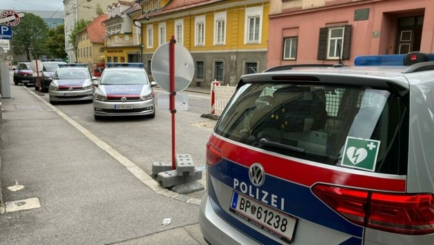 Großaufgebot von Polizeikräften in der Münzgrabenstraße (Bild: Gerald Schwaiger)
