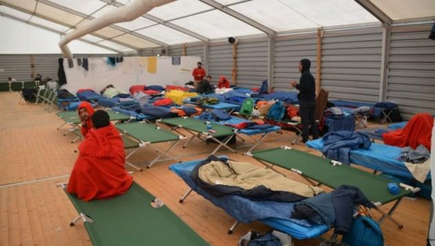 Die Grenzstadt Kufstein wurde 2015 zum Hotspot für Flüchtlinge. Die Zeltlager des Rotes Kreuzes waren voll. (Bild: Honorar)
