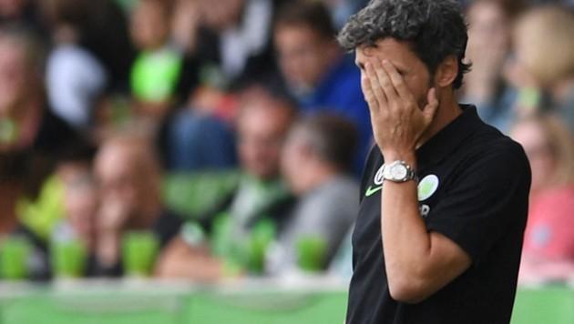 Wolfsburgs entsetzter Coach Mark van Bommel (Bild: AFP)