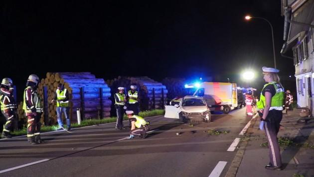 Auf der Höhe des Sägewerks in Schwarzach geriet der Fahrer ins Schleudern. (Bild: Maurice Shourot)