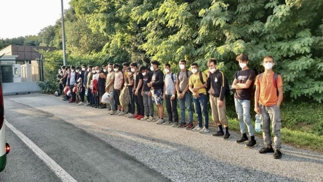 Schlepperbanden ködern Illegale am Balkan mittlerweile gar über das Videoportal TikTok. (Bild: Christian Schulter )