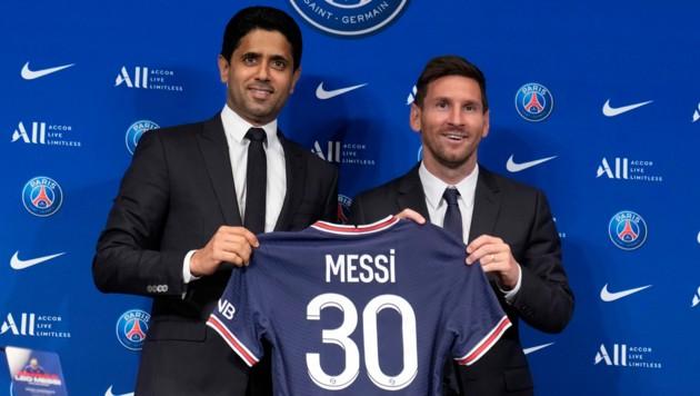 """PSG-Boss Nasser Al-Khelaifi und """"seine neueste Errungenschaft"""" Lionel Messi. (Bild: Associated Press)"""