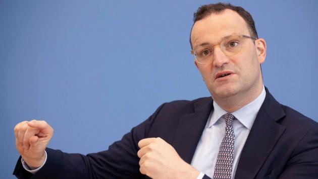 Jens Spahn will Erleichterungen für Geimpfte im Land - diese seien bereits die deutliche Mehrheit. (Bild: AFP/Axel Schmidt)