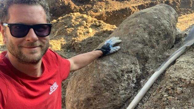 Stefan Plainer entdeckte die 500 Kilo schwere Fliegerbombe. (Bild: EOD Munitionsbergung)
