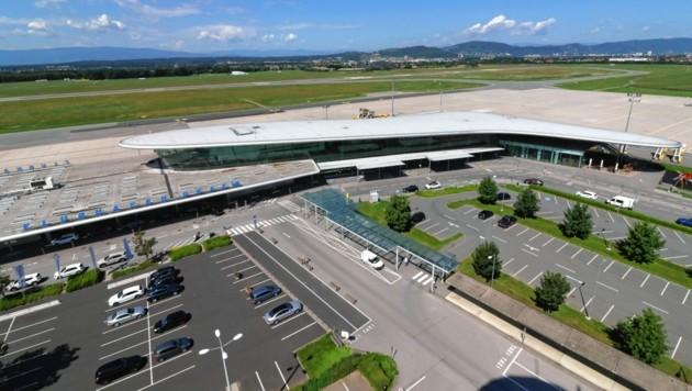 Der Grazer Flughafen aus der Tower-Perspektive. (Bild: Christian Jauschowetz)