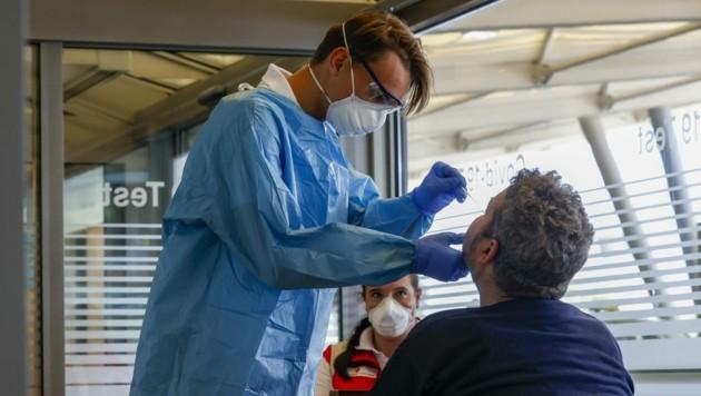 Im Vorjahr waren viele Spitäler überlastet, heuer ist die Lage dank Impfungen und Tests völlig anders, sagen Experten. (Bild: Markus Tschepp)