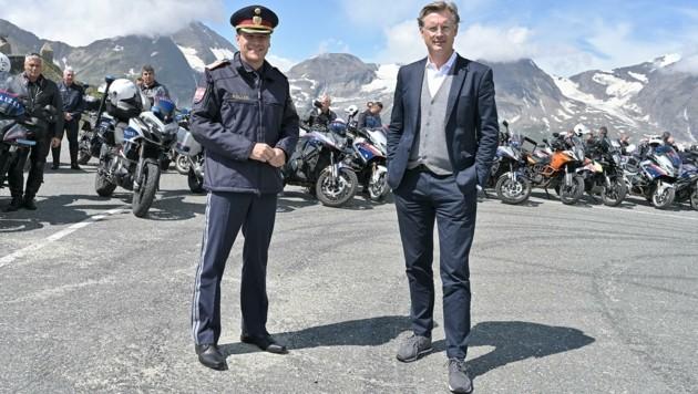 Bernhard Rausch, Landespolizeidirektor von Salzburg, mit Johannes Hörl, Vorstand der Großglockner Hochalpenstraßen. (Bild: LPD Salzburg)