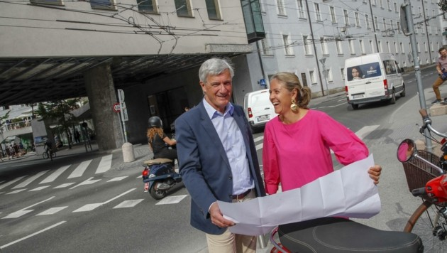 Bürgermeister Harald Preuner und Barbara Unterkofler präsentierten 2019 die Kreisel-Pläne (Bild: Tschepp Markus)