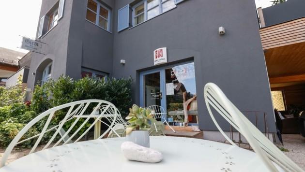 Die Frau betreibt in Strobl einen Bioladen und vermietetet Appartements. Geimpfte sind nicht erwünscht. (Bild: Tschepp Markus)