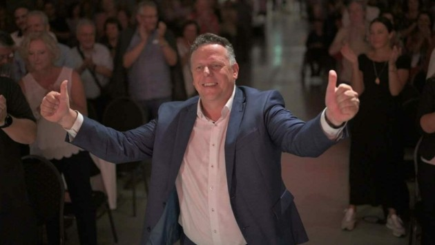 Daumen nach oben: Michael Ehmann beim Parteitag der SPÖ-Graz. (Bild: SPÖ Graz)