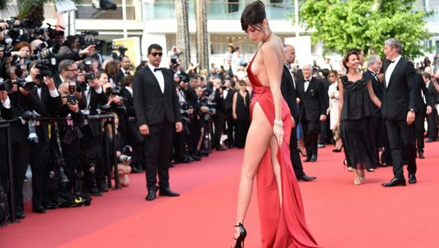 Bella Hadid am roten Teppich in Cannes im Jahr 2016 (Bild: AFP)