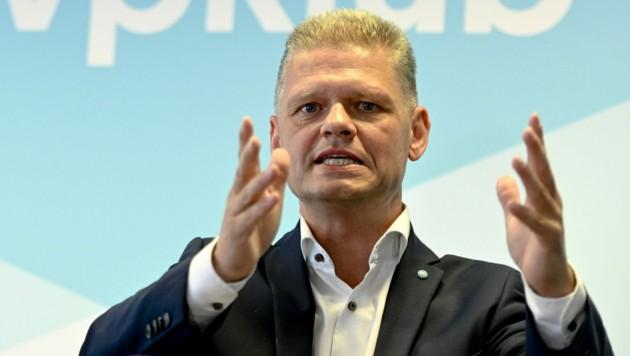 ÖVP-Abgeordneter Andreas Hanger teilte wieder einmal kräftig aus. (Bild: APA/HERBERT NEUBAUER)
