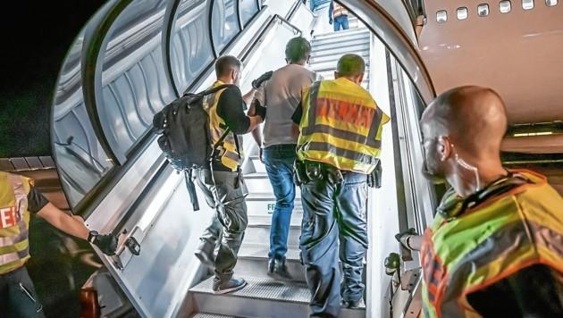Europa diskutiert über Abschiebungen nach Afghanistan. Faktisch finden diese nicht statt. (Bild: Michael Kappeler / dpa / picturedesk.com)