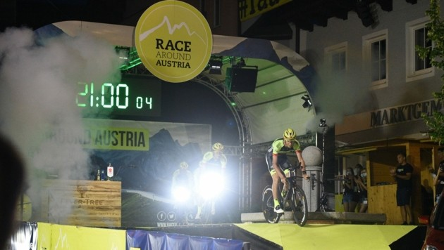 Am Mittwochabend waren die vier Fahrer des Team Vorarlberg gestartet. Am Samstagmorgen erreichten sie nach 2200 Kilometer das Ziel! (Bild: Team Vorarlberg/E. Haumesser)