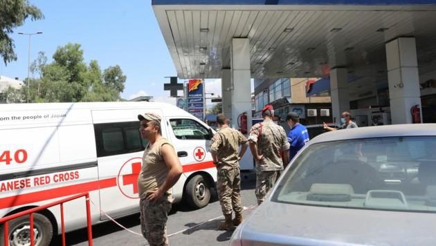 Soldaten der libanesischen Armee zwangen die Tankstellen - im Bild eine in der Hauptstadt Beirut - zum Öffnen. (Bild: AFP/Anwar Amro)