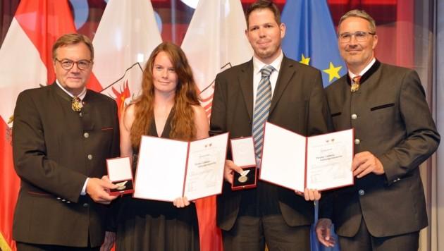 Die Lebensretter Vanessa Höck und Stefan Greil mit den Landeshauptleuten Platter (li.) und Kompatscher. (Bild: Amir Beganovic)
