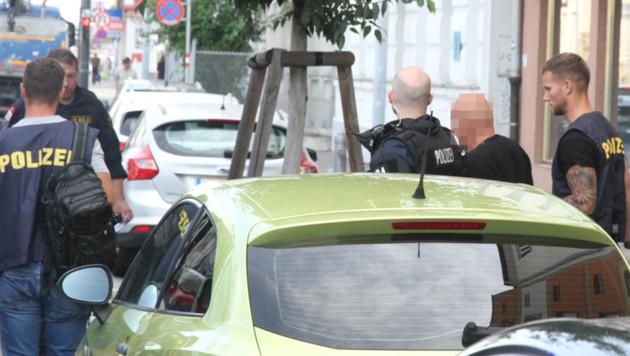 Die Polizei nahm den mutmaßlichen Räuber daheim fest (Bild: Andreas Schiel)