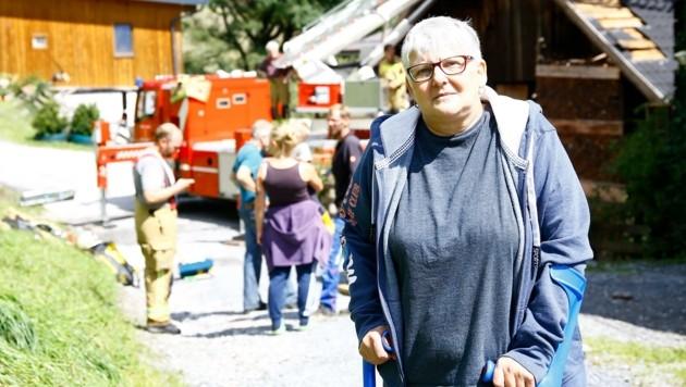 """Landwirtin Christine Patschg dankt den vielen Helfern: """"Der Zusammenhalt in ganz St. Johann ist einfach gigantisch."""" (Bild: Gerhard Schiel)"""
