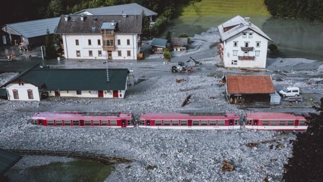 Geröllmassen rund um den Bahnhof Vorderkrimml in Wald im Pinzgau (Bild: EXPA)