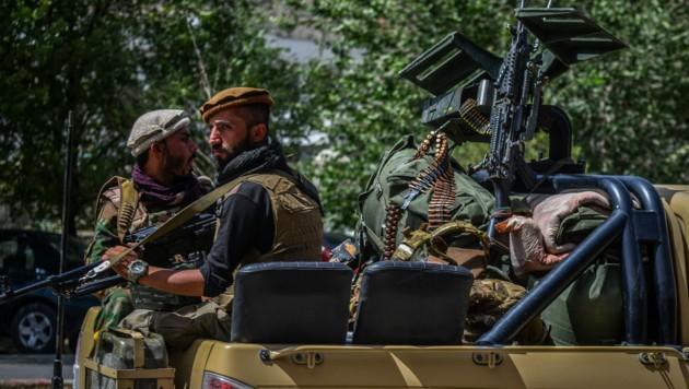Soldaten der afghanischen Sicherheitskräfte in der Provinz Pandschir - in der Region bildet sich laut Berichten eine Anti-Taliban-Allianz. (Bild: APA/AFP/Ahmad SAHEL ARMAN)