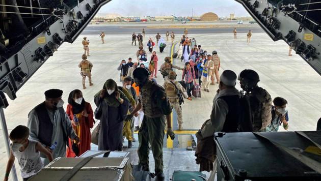 Die Lage rund um den Flughafen in Kabul ist nach wie vor sehr unübersichtlich. (Bild: ASSOCIATED PRESS)