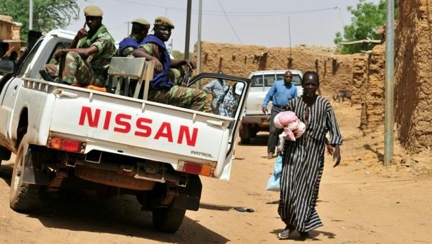 Das Militär in Burkina Faso auf Kontrollfahrt (Archivbild) (Bild: AFP)