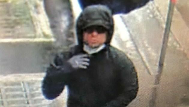 Wer kennt diesen Mann? Die Wiener Polizei bittet um Hinweise. (Bild: LPD Wien)