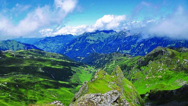 Die Wanderung führt durch eine beeindruckende Berglandschaft. (Bild: Bergauer Rubina)