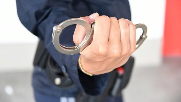 Die Polizei nahm den vorbestraften Tatverdächtigen fest. (Bild: P. Huber)