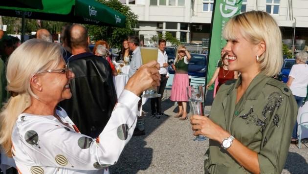 Katharina Quehenberger mit Assistentin Anna Burgstaller. (Bild: Tschepp Markus)