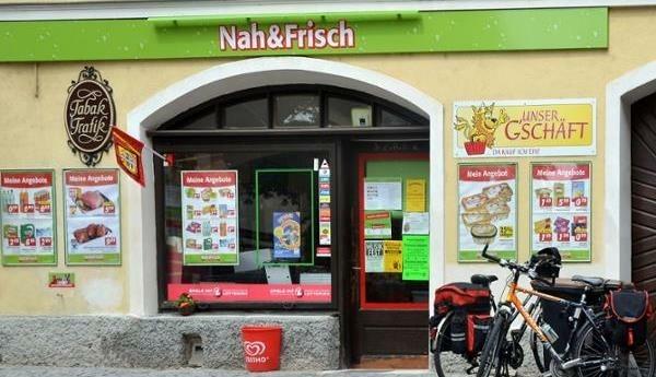 """Der """"Nah & Frisch""""-Markt in der Gemeinde Rossatz-Arnsdorf braucht Personal. Bislang hat sich das Geschäft sehr gut entwickelt – auch in der Corona-Pandemie. (Bild: herold.at)"""