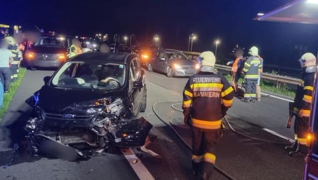 Vier Autos waren in den Unfall involviert. (Bild: FF Kammern)
