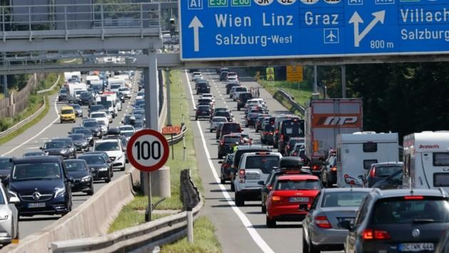 Neben der Tauernautobahn sind meist auch die Landesstraßen regelmäßig überfüllt (Bild: Tschepp Markus)