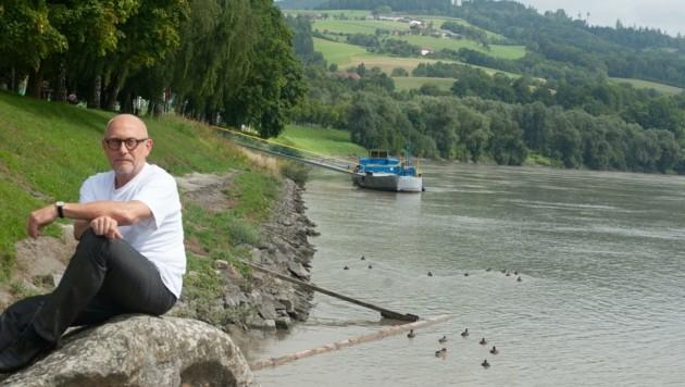 Bürgermeisterkandidat Klaus Hagenauer (l.) setzt sich für eine Kombination aus Hochwasserschutz und Badegenuss ein. Bereits 2014 hatte er sein Konzept schon einmal vorgestellt. (Bild: pro O.)
