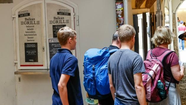 Kein Bosna: Diese Touristen mussten hungrig weiter gehen. (Bild: Tschepp Markus)