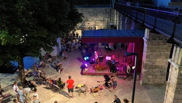 Vor allem an lauen Sommerabenden zieht es viele Klagenfurter in den Lendhafen, was manchen Anrainern missfällt. (Bild: zVg)