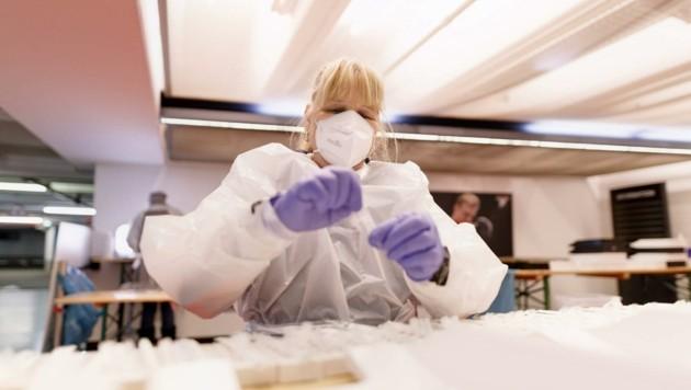 Ein PCR-Test wird im Labor ausgewertet und ist um einiges genauer. (Bild: Christoph Hardt)