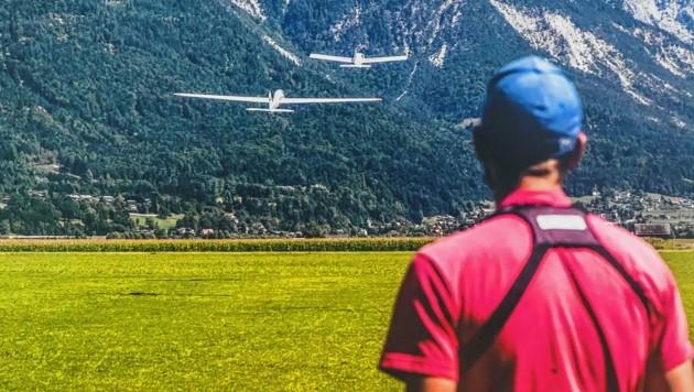 """""""Gut Flug, gut Land!"""", heißt es auch bei den Modellfliegern. Der Unterschied zu manntragenden Flugzeugen liegt eigentlich nur in der Größe der Maschine. (Bild: Wallner Hannes)"""