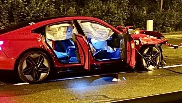 Der Audi E-Tron wurde völlig demoliert. (Bild: Markus Tschepp)